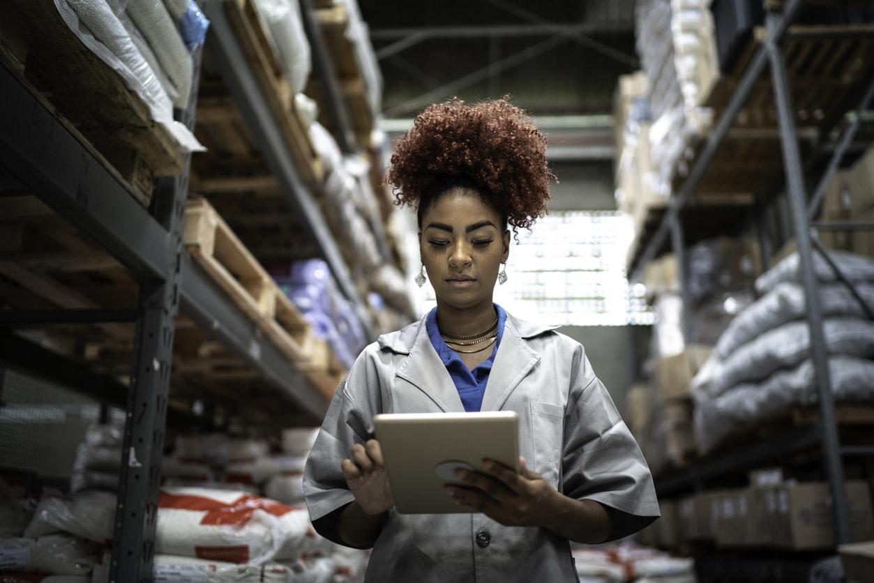 woman-warehouse-tablet-min